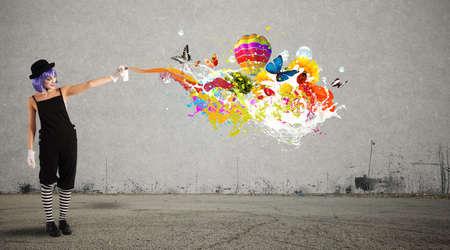 Photo pour Woman clown with colored spray - image libre de droit