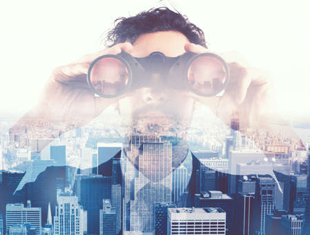 Photo pour Businessman looking to the future with binoculars - image libre de droit