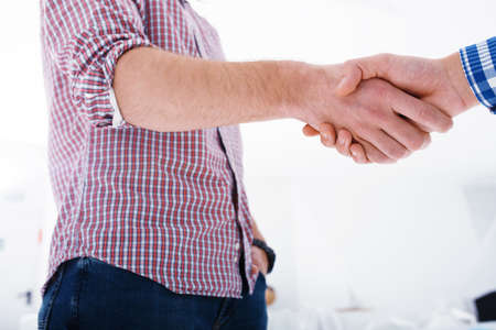 Photo pour Handshaking business person in the office. concept of teamwork and business partnership - image libre de droit