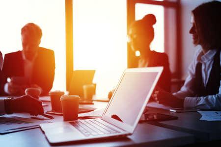 Foto de Laptop in an office with businesspeople. Concept of internet sharing and interconnection - Imagen libre de derechos