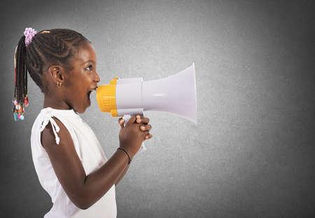 Photo pour Child screams - image libre de droit