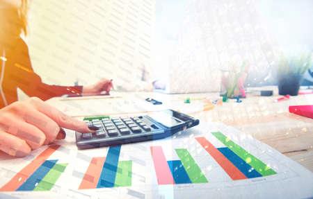 Foto de Growing statistics report of a startup company - Imagen libre de derechos