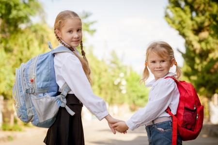 Foto de two young little girls preparing to walk to school - Imagen libre de derechos