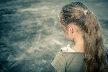 Photo pour Portrait of a sad child - image libre de droit