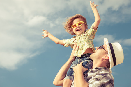 Foto de Dad and son playing near a house at the day time - Imagen libre de derechos