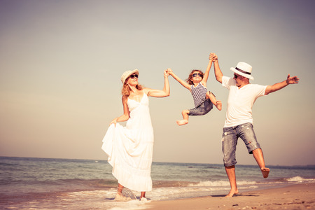 Photo pour Happy family walking on the beach at the day time. Concept of friendly family. - image libre de droit