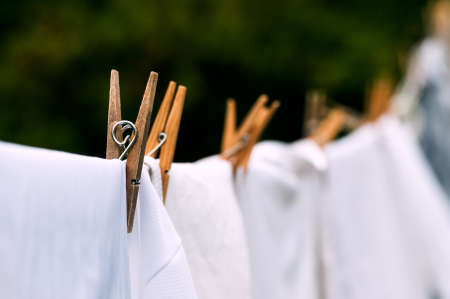 Photo pour Eco-friendly washing line white laundry drying outdoors - image libre de droit