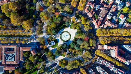 Foto de Aerial view of the big roundabout park in Toulouse city - Imagen libre de derechos