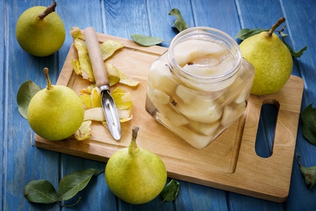 Photo pour table with welded yellow pears - image libre de droit