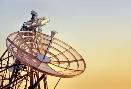 Photo pour dishes on a telecommunications tower at the sunset - image libre de droit