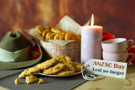 Photo pour Traditional ANZAC biscuits for ANZAC Day and Remembrance Day memorial holidays in vintage style setting with Australian army slouch hat. - image libre de droit