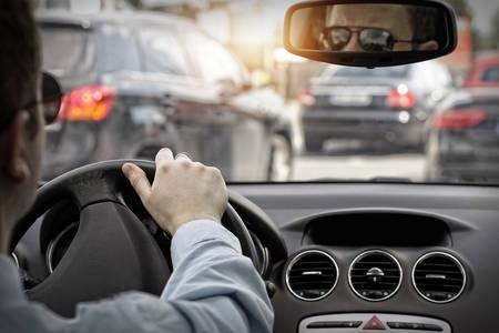 Photo pour Man in sunglasses drive a car - image libre de droit