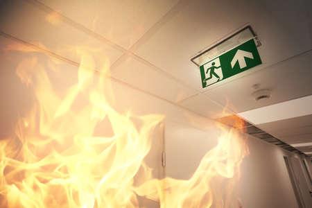 Photo pour Emergency exit and fire alarm - image libre de droit