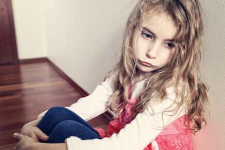Foto de sad lonely young girl - Imagen libre de derechos