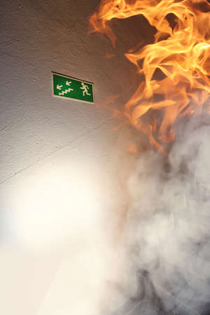 Foto de Fire in the building and escape route - Imagen libre de derechos