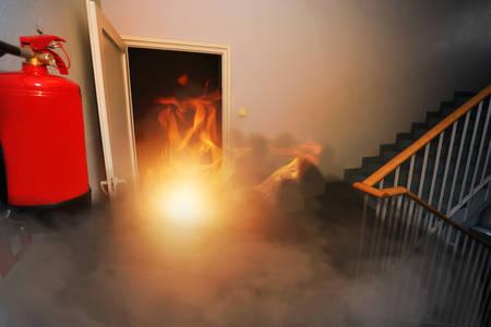 Foto de fire extinguisher in the building - Imagen libre de derechos