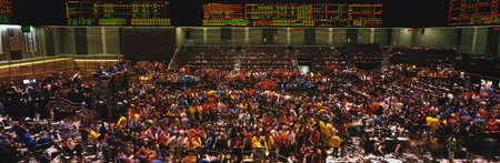 Photo pour This is the Chicago Board of Trade trading floor. It is where they trade commodity futures such as corn, wheat, and gold. The floor is full of traders and the lighted boards showing prices are at the top of the walls. - image libre de droit