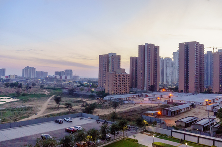 Foto de high rise buildings in gurgaon delhi NCR shot at dusk - Imagen libre de derechos