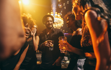 Photo pour Image group of friends enjoying a party at pub. Happy young people having fun at nightclub. - image libre de droit