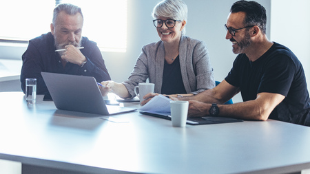 Photo pour Business team meeting around a table in office. Group of business man and woman discussing work in office. - image libre de droit