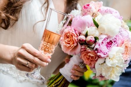 Foto de Beautiful bridal bouquet  and glass of champagne close-up  - Imagen libre de derechos