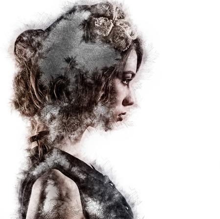 Foto de Profile of a woman. Image with a digital effects - Imagen libre de derechos