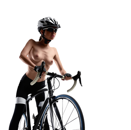 Photo pour Naked woman with a bicycle on a white background. Studio shot - image libre de droit