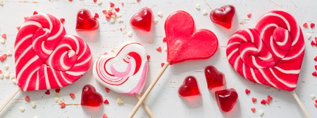 Foto de Valentines day concept - sweets heart shaped - Imagen libre de derechos