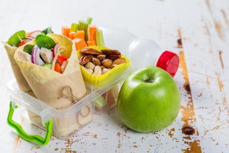 Photo pour Lunch to go with tortilla wraps and vegetables, copy space - image libre de droit