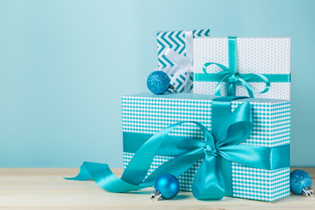 Foto de Christmas presents in decorative boxes - Imagen libre de derechos