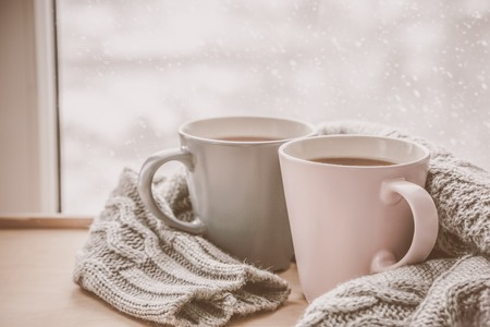 Foto de Valentine's day concept - two cups of tea in front of snow background, toned - Imagen libre de derechos
