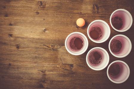 Photo pour College party sport - beer pong table setting - image libre de droit