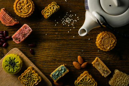 Photo pour Mid Autumn Festival concept - yuebing monncakes on rustic background, top view - image libre de droit