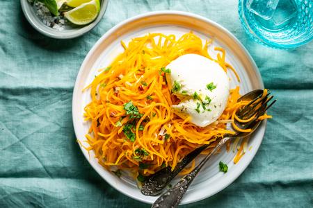 Photo pour Butternut squash noodles with mozzarela, pecans, herbs - image libre de droit