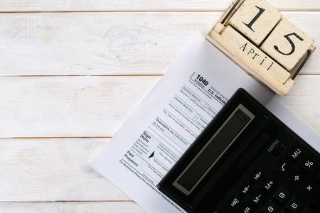 Photo pour Tax day concept - calculator, calendar, tax form - image libre de droit