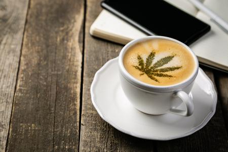 Photo pour Cannabis coffee - marijuana leaf on coffee foam - image libre de droit