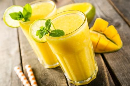 Foto de Mango smoothie and ingredients - Imagen libre de derechos