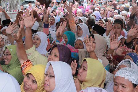Foto de People bidding goodbye to the Pilgrimage going for hajj - Imagen libre de derechos
