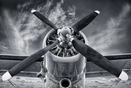 Photo pour propeller of an old biplane - image libre de droit