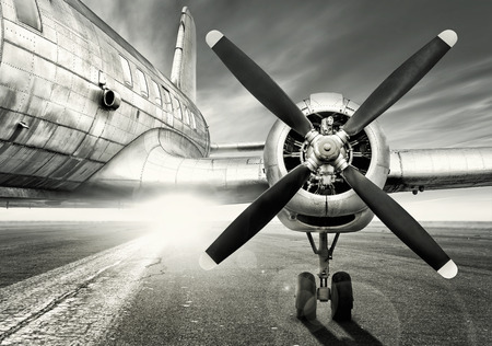 Photo pour Historic aircraft on a runway - image libre de droit