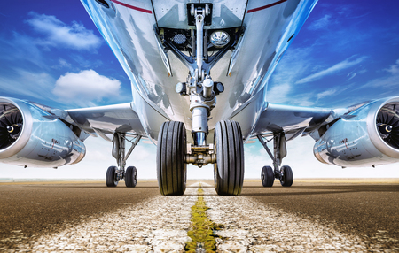 Foto de Aircraft on a runway is waiting for take off - Imagen libre de derechos