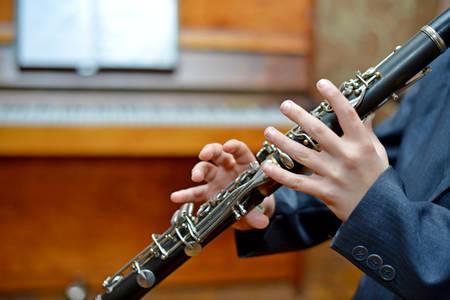 Foto de Boy playing the clarinet - Imagen libre de derechos