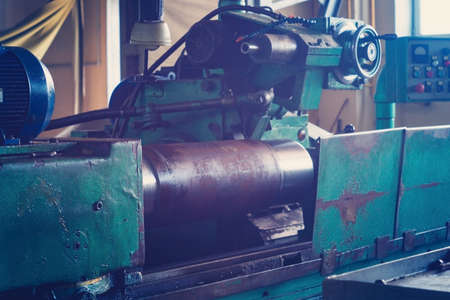Foto de A large round piece is mounted on the machine and is ready for machining, grinding a large shaft on the machine - Imagen libre de derechos