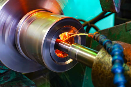 Foto de Production of parts in the metalworking industry, finishing on an internal steel surface grinding machine with flying sparks - Imagen libre de derechos
