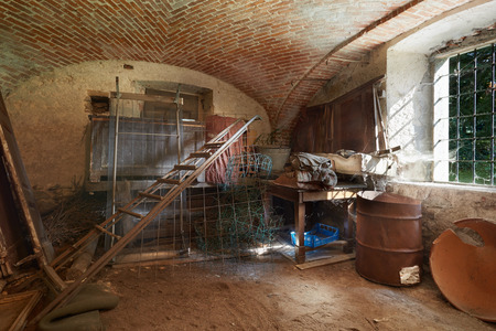 Foto de Old, messy basement in ancient house - Imagen libre de derechos