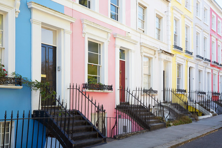 Photo pour Colorful English houses facades in blue, pink, yellow and white colors in London - image libre de droit