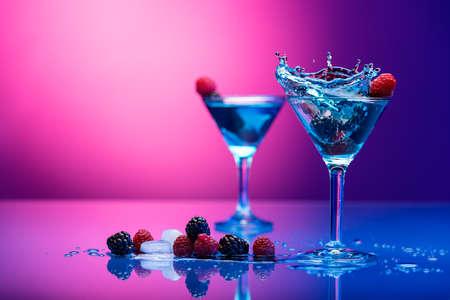 Foto de Colorful cocktails garnished with berries - Imagen libre de derechos