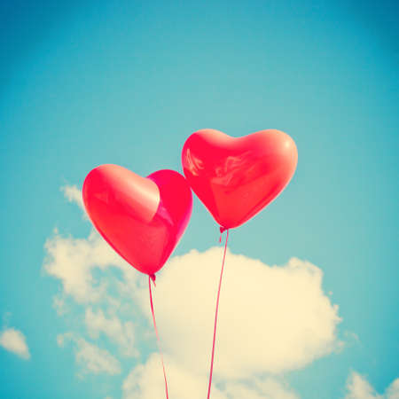 Photo pour Two heart-shaped balloons - image libre de droit