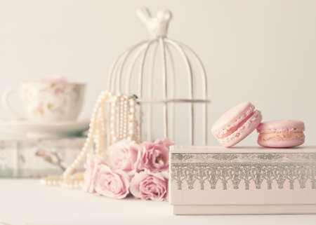 Photo pour Vintage roses and pearls with macaroons over box - image libre de droit