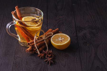 Photo pour winter hot drink mulled wine with cinnamon and lemon - image libre de droit